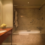 hotel-astoria-st-petersburg-classic-room-bathroom-4103
