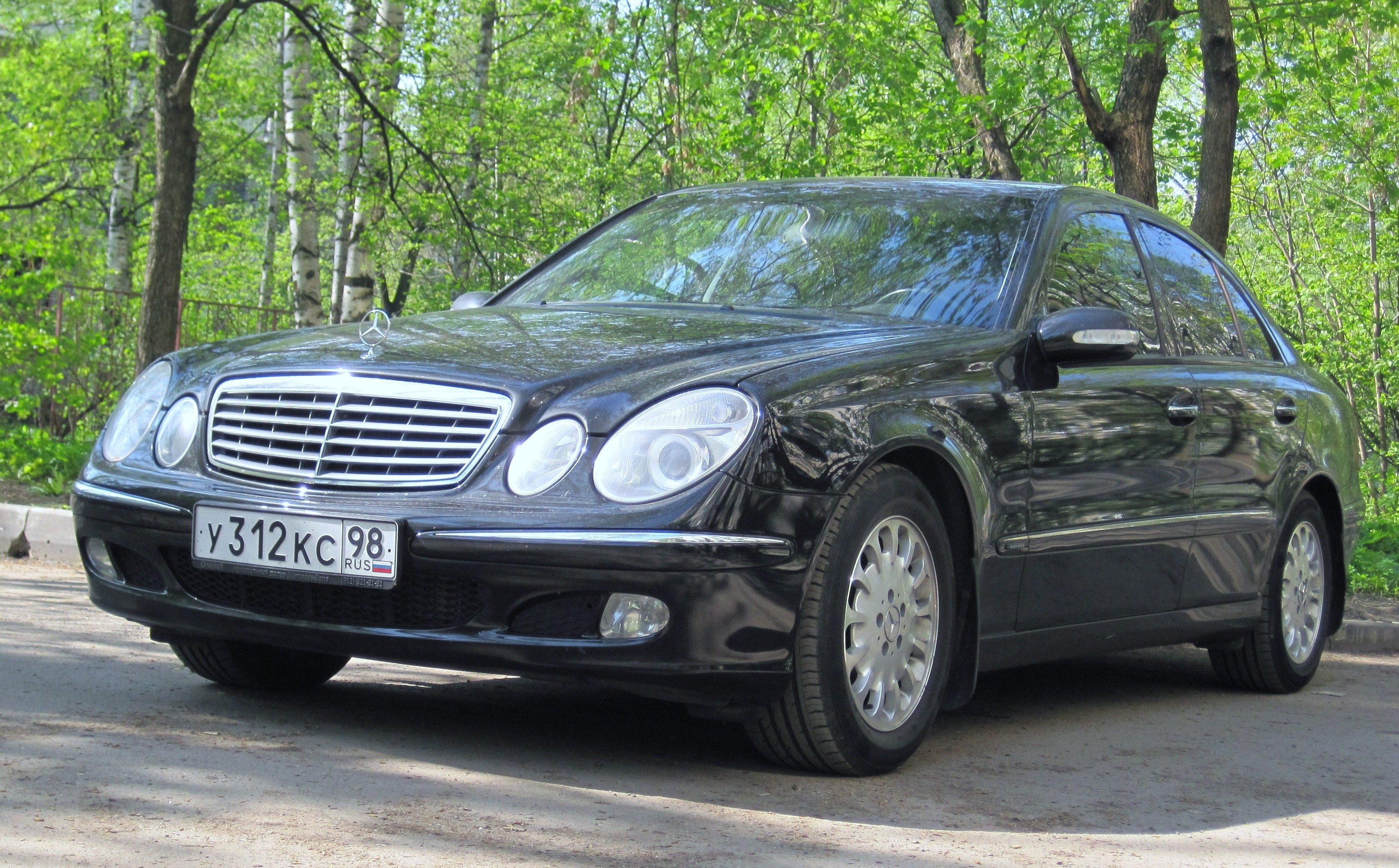 05-W211 front